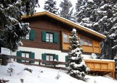 6 Skilifte und 13 Abfahrten mit insgesamt 28 Pistenkilometer