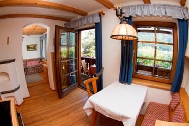 unterkunft weissensee ferienhaus f r 4 personen sauna internet. Black Bedroom Furniture Sets. Home Design Ideas